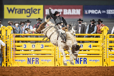 2020NFR_R06_SB_Chase Brooks_LunaticParty_Stangle-0602