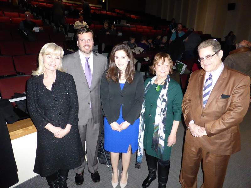 (L to R: Donna Dees-Thomases, moderator, Adam Skaggs, Senior Counsel at Everytown for Gun Safety, Mandi Perlmutter, Advocacy Lead of the NJ Chapter of Moms Demand Action for Gun Sense in America, Rhoda Schermer, Chairperson, NJPPN,  Rabbi-Hazzan Shaul Marshall Praver, Newtown, CT)