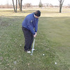 nga_l003_longeway_practices_his_chipping_032401