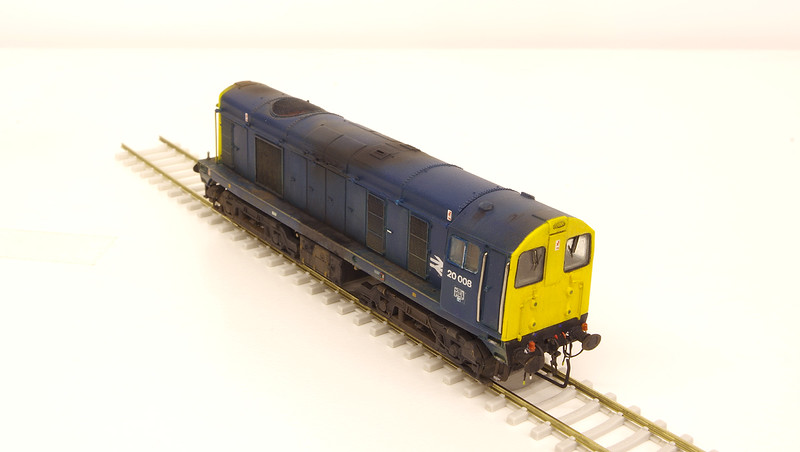 20008 has been finished with the centre marker lighting removed, oval buffers, unevenly fitted cab front handrails and a wonky inspection panel between the windows - as per the prototype.