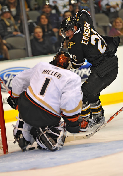 Dec 31st, 2009:  <br /> Dallas Stars left wing Loui Eriksson #21 gets 3-goals (hat trick)<br /> in a game between the Anaheim Ducks and the Dallas Stars at the AAC in Dallas, Texas.<br /> Stars win 5-3