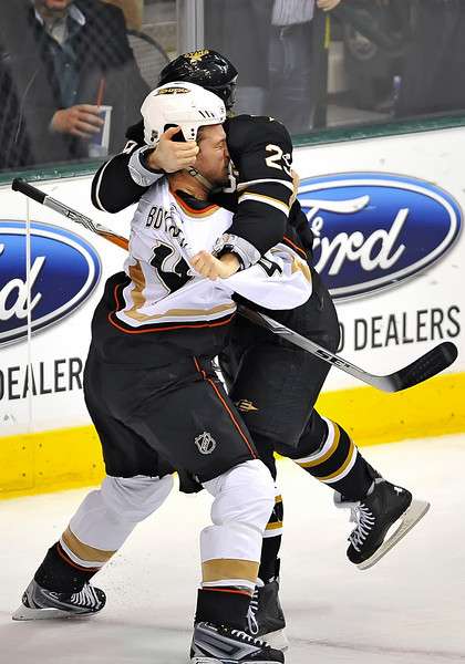 Dec 31st, 2009:  <br /> Dallas Stars center Steve Ott #29 & Anaheim Ducks defenseman Nick Boynton #4 get into a fight in a game between the Anaheim Ducks and the Dallas Stars at the AAC in Dallas, Texas.<br /> Stars win 5-3