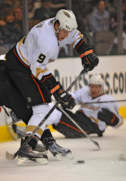 Dec 31st, 2009:  <br /> Anaheim Ducks right wing Bobby Ryan #9 gets an assist in a game between the Anaheim Ducks and the Dallas Stars at the AAC in Dallas, Texas.<br /> Stars win 5-3