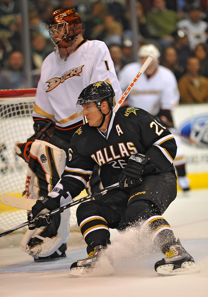 Dec 31st, 2009:  <br /> Dallas Stars right wing Jere Lehtinen #26<br /> in a game between the Anaheim Ducks and the Dallas Stars at the AAC in Dallas, Texas.<br /> Stars win 5-3