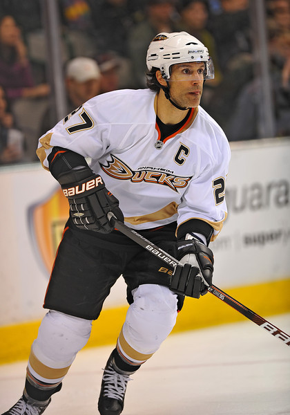 Dec 31st, 2009:  <br /> Anaheim Ducks defenseman Scott Niedermayer #27<br /> in a game between the Anaheim Ducks and the Dallas Stars at the AAC in Dallas, Texas.<br /> Stars win 5-3