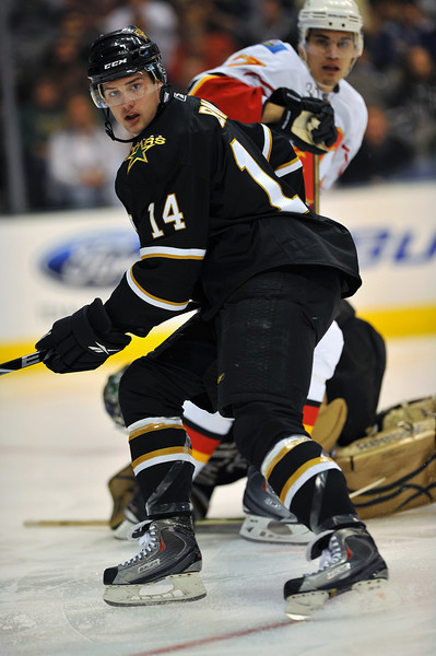 November 4th, 2009:  <br /> Dallas Stars left wing Jamie Benn (14)<br /> in action during a game between the Calgary Flames and the Dallas Stars at the AAC in Dallas, Texas.  <br /> Calgary beats Dallas in OT 3-2