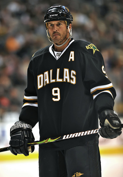 November 4th, 2009:  <br /> Dallas Stars center Mike Modano (9) in action during a game between the Calgary Flames and the Dallas Stars at the AAC in Dallas, Texas.  <br /> Calgary beats Dallas in OT 3-2