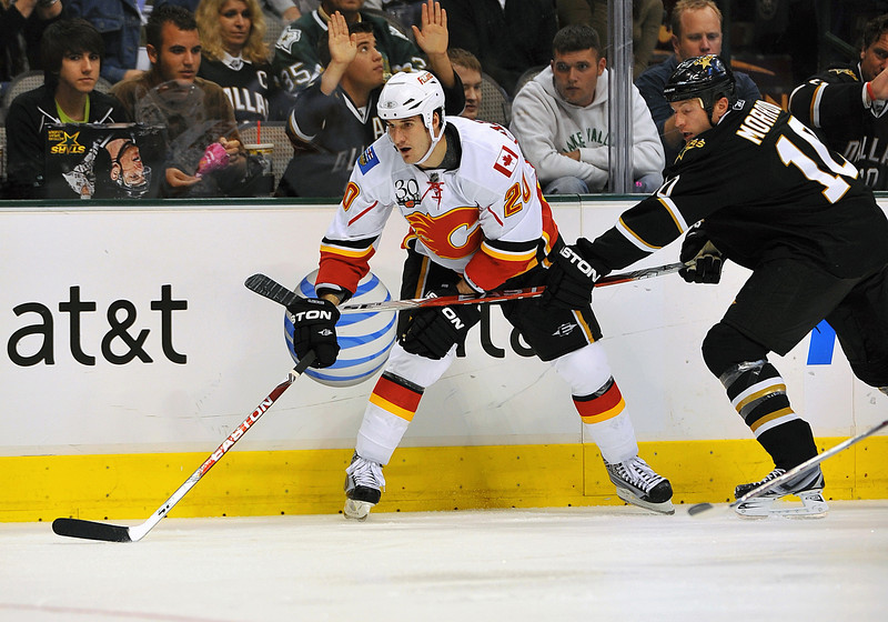 November 4th, 2009:  <br /> Calgary Flames left wing Curtis Glencross (20)<br /> in action during a game between the Calgary Flames and the Dallas Stars at the AAC in Dallas, Texas.  <br /> Calgary beats Dallas in OT 3-2