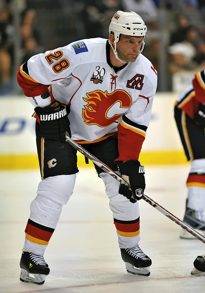 November 4th, 2009:  <br /> Calgary Flames defenseman Robyn Regehr (28) in action during a game between the Calgary Flames and the Dallas Stars at the AAC in Dallas, Texas.  <br /> Calgary beats Dallas in OT 3-2