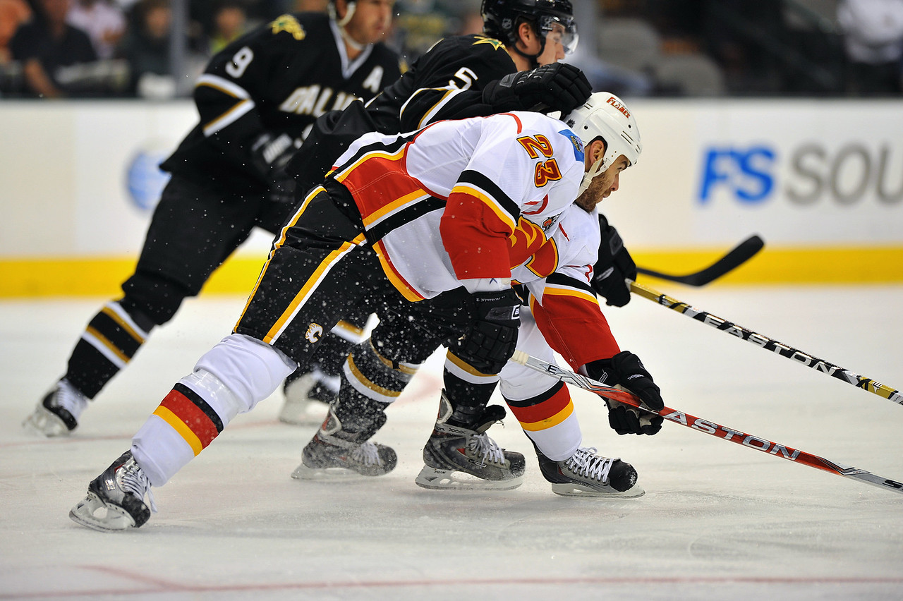 November 4th, 2009:  <br /> Calgary Flames left wing Eric Nystrom (23)<br /> in action during a game between the Calgary Flames and the Dallas Stars at the AAC in Dallas, Texas.  <br /> Calgary beats Dallas in OT 3-2