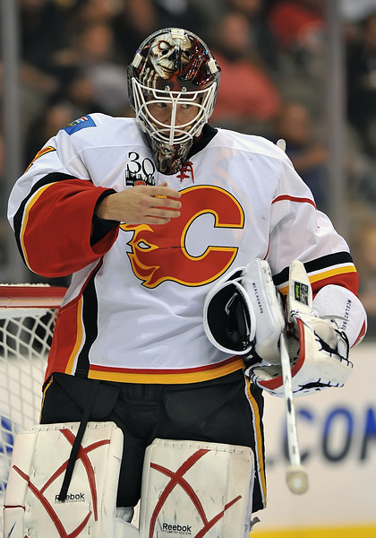 November 4th, 2009:  <br /> Calgary Flames goalie Curtis McElhinney (1) in action during a game between the Calgary Flames and the Dallas Stars at the AAC in Dallas, Texas.  <br /> Calgary beats Dallas in OT 3-2