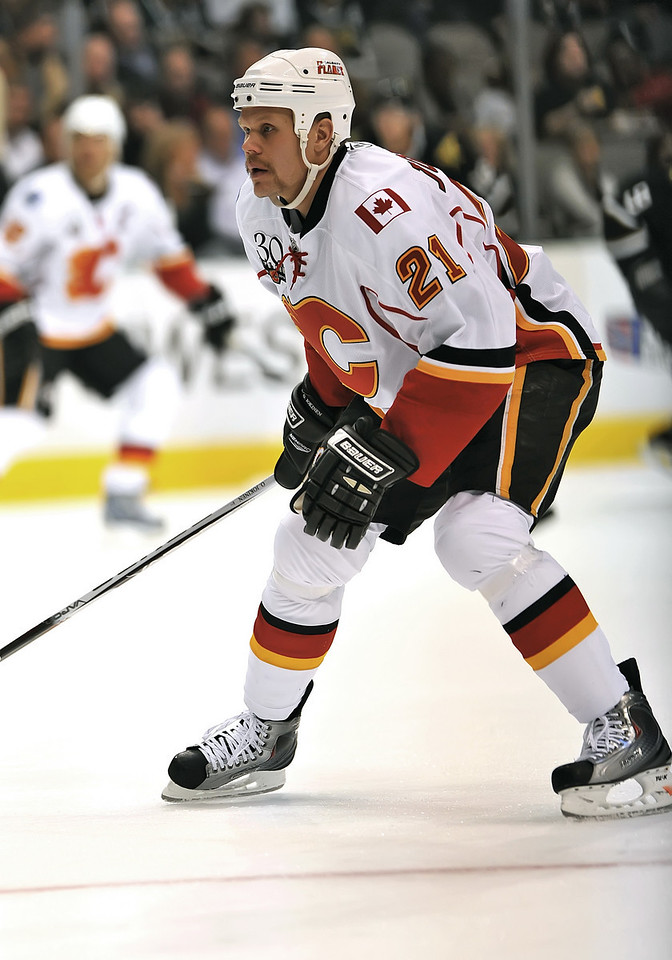 November 4th, 2009:  <br /> Calgary Flames center Olli Jokinen (21) in action during a game between the Calgary Flames and the Dallas Stars at the AAC in Dallas, Texas.  <br /> Calgary beats Dallas in OT 3-2