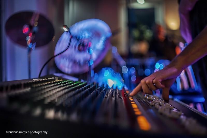 Desk @ Cut & Music - Musik im Salon, Hellwege