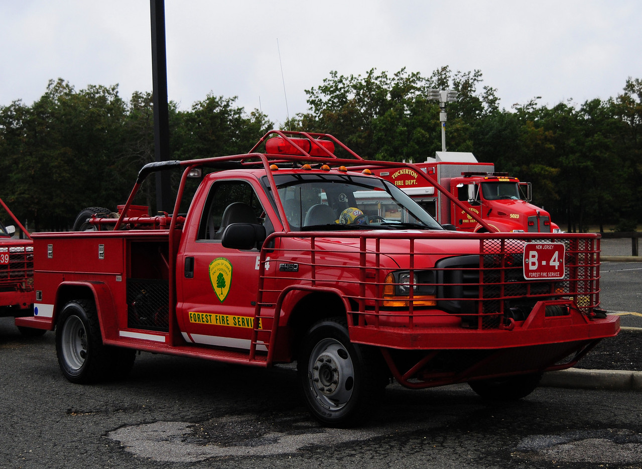 NJ State  Forest Fire Service  Div  B 2001  Ford F-450  250/250