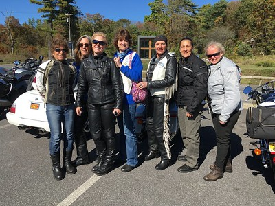 What a great lunch at the Hickory BBQ with Deborah D. Shannon and her guest Nancy, Helene Blaustein, Margaret Glendis, Rebecca Thompson Atherton, Wendy Carvill, and me! Company was great, food was great, desserts were magnificent and baked on premises, and weather was a perfect day for a ride in autumn foliage. Only thing missing was Wendy Mitchell - hoping your foot heals fast, we missed you.