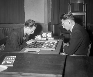 Roozenburg tegen Van Dijk (kampioen dammen) in de Kroon