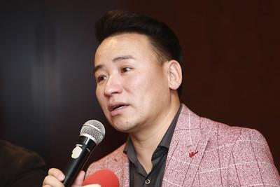 """2020 оны аравдугаар сарын 20. Өнгөрсөн хоёр удаагийн """"Voice of Mongolia"""" шоуны шилдэг таван оролцогчдоос бүрдсэн """"The Raisins&Nuts"""" хэмээх хамтлагийг танилцуулах хэвлэлийн бага хурал боллоо.  ГЭРЭЛ ЗУРГИЙГ Д.ЗАНДАНБАТ/MPA"""