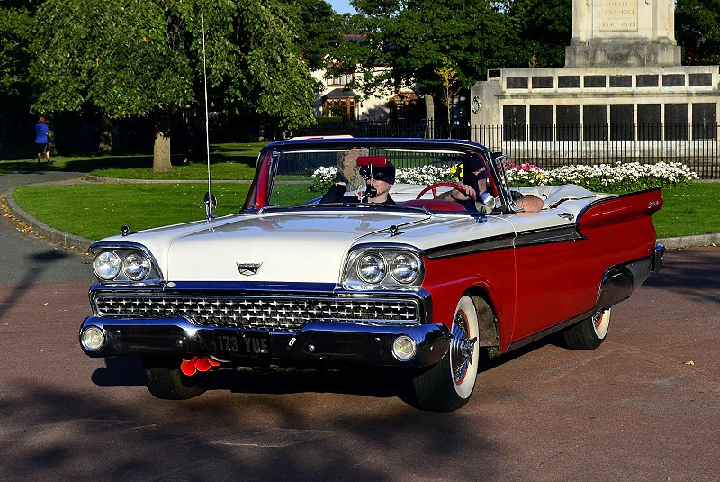 173 YUE FORD FAIRLANE 500