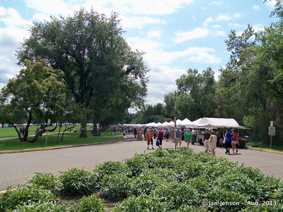 Art fair and farmer's market on ND State Capitol grounds