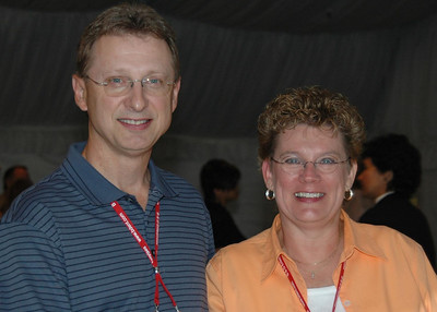 ISCET Board Member Dave Bates CET and wife Jackie enjoy the Welcome Reception.
