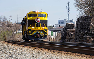 Virginian RR Heritage motor NS 1069 leading NS intermodal train 218 rolling thru High Point,NC.
