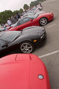 NSXers check out the parked cars