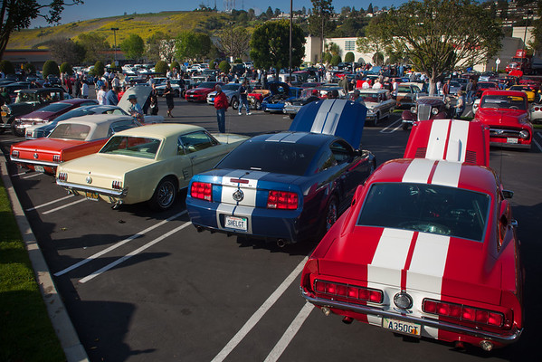 'stangs......did I mention that this month features Ford, Mercury, and Lincoln?