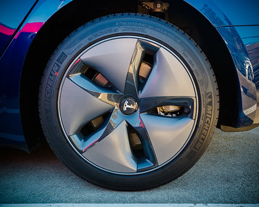I do not know many who will say they like the appearance of Model 3's aero wheels...but this removable cover apparently boosts Model 3's range by 10%.