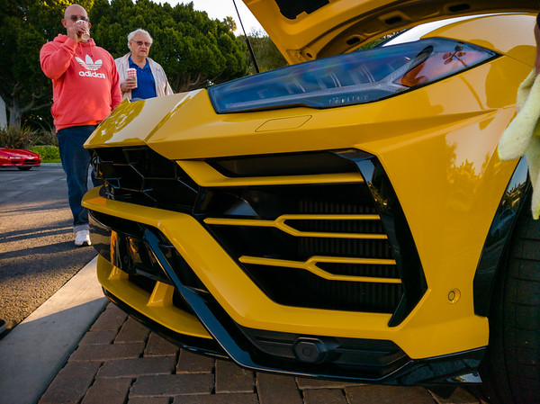 Urus Lamborghini (I *really* wish the exotic supercar manufacturers would stop attempting to make SUVs)