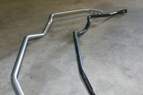 Once again, the aftermarket anti-sway bar is much beefier