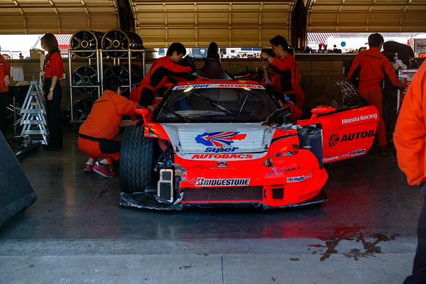 Speaking of the ARTA NSX, it looks like the team is putting things away...