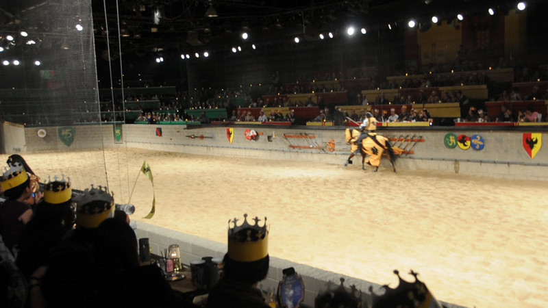 092520-6 Medieval Times - Yellow Knight in battle