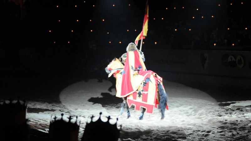 092519-4 Medieval Times - red/ornge Knight intro