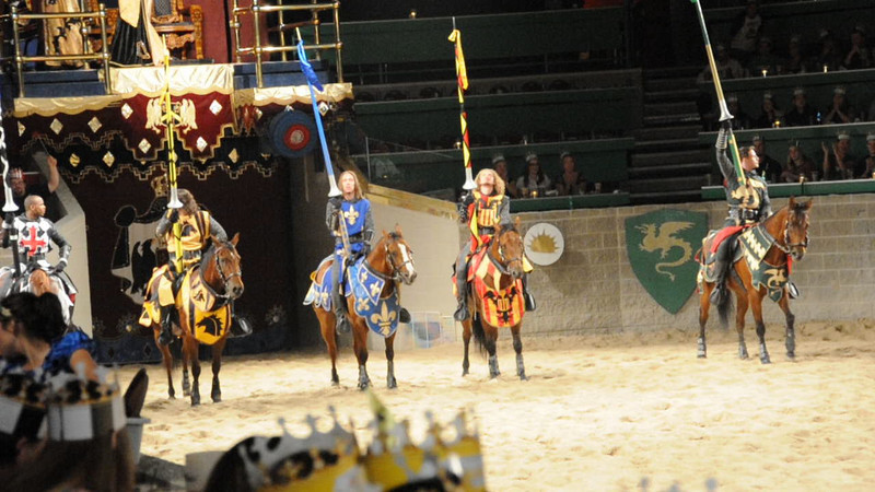 092520-3 Medieval Times - Knights stand ready for battle