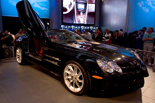 Mercedes McLaren SLR looks pretty mean