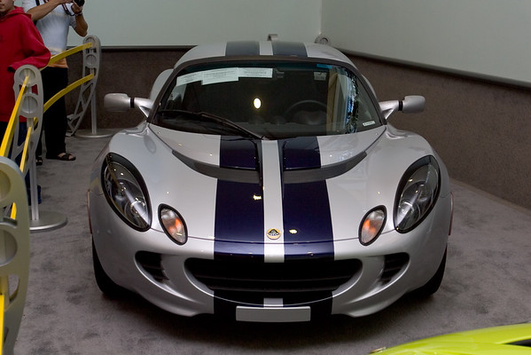 Lotus Elise looks like such a fun car