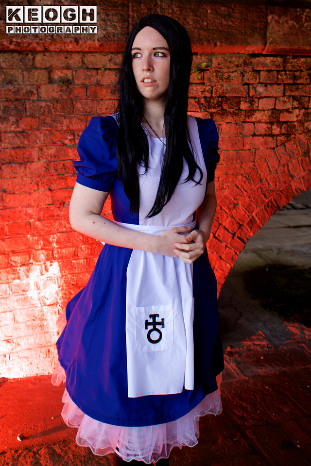 NW Cosplay June Meet 2016, Cosplay, Cosplayer, Female, Books, Films, TV, Animation, Lewis Carroll, Disney, Walt Disney, Cartoon, Girl, Fiction, Dress, Skirt, Apron, Tights, Boots, Necklace, Lace, Bridge, Gardens, Alice In Wonderland, Alice Through The Looking Glass, Alice Madness Returns, Alice, American McGee's Alice, Alice In Other Lands, Colour Gels, Blue, Black, White, Green, Stones, Arch, Red, Fantasy