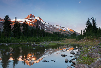 Mt. Jefferson and his park at sunrise