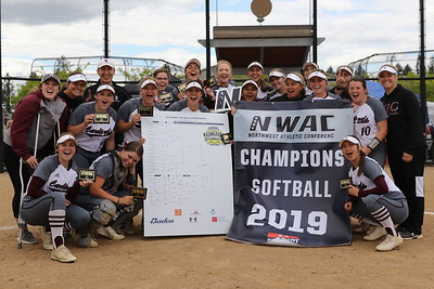 2019 Softball Post Game Photos & Awards