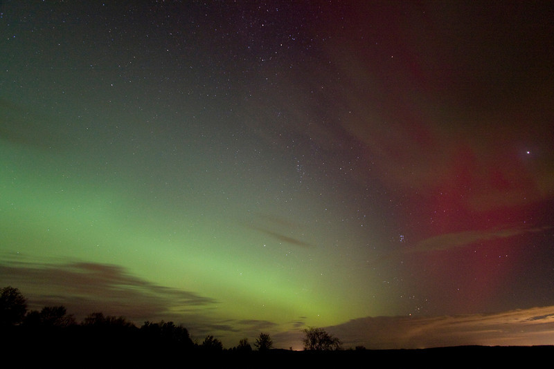 "Aurora, October 24, 2011 8:59 pm  from Sandy Flats.  Andreas Gada,  Canon 40D 10mm f/3.5, ISO 1600 30"" exposure."