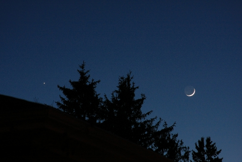 Venus and the Moon from Toronto, Ontario.   <br /> Canon 40D ISO 1000  105mm F6.3 1/5 sec<br /> No image processing.         Rick McWatters