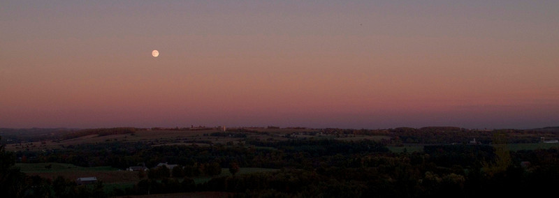 Harvest Moon from Richardson's Lookout, near Garden Hill, Ont. September 22, 2010. Canon G10, ISO 100 1/200sec @ f/4.5 Ramesh Pooran