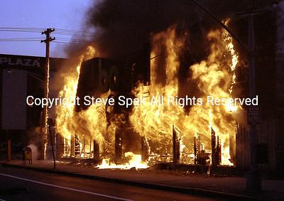 001-77-22-3073-Bagel Nosh Fire