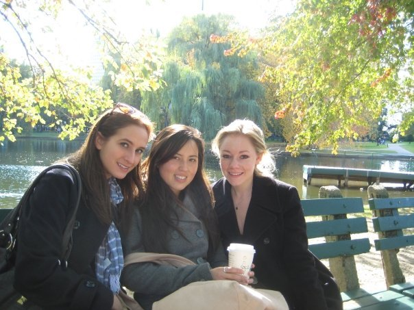 """Brooke, Callie and Casey - Boston Commons. <a href=""""http://caseyfeldman.smugmug.com/Caseys-Facebook-Downloads/Fall-08-Sept-Dec/Bahston-with-Callie/10496195_F4GXn#683316212_uisYS""""> Click here to view this album </a>. Also, <a href=""""http://www.caseyfeldmanmemories.org/items/show/170""""> read Brooke's memory of the trip to Boston with Casey </a> on the memories website."""