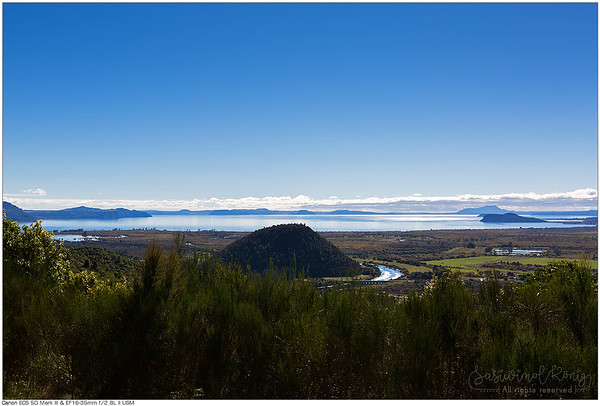 From Te Ponanga Saddle View Point, panoramic views of Lake Taupo and Tongariro River.