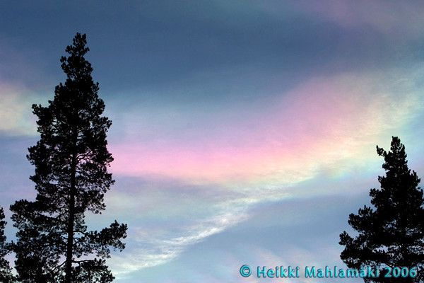 Nacreous clouds 23rd December 2006, over Korpilahti, Finland. Photo © by Heikki Mahlamäki. Published with permission.