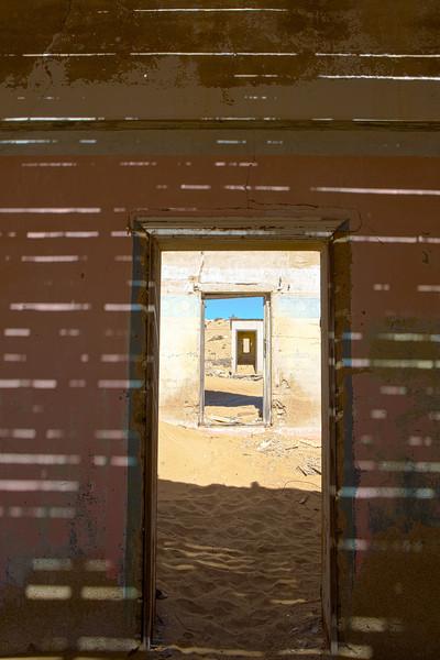 abandoned diamond town of Kolmanskop 2014-03-14 at 08-51-17