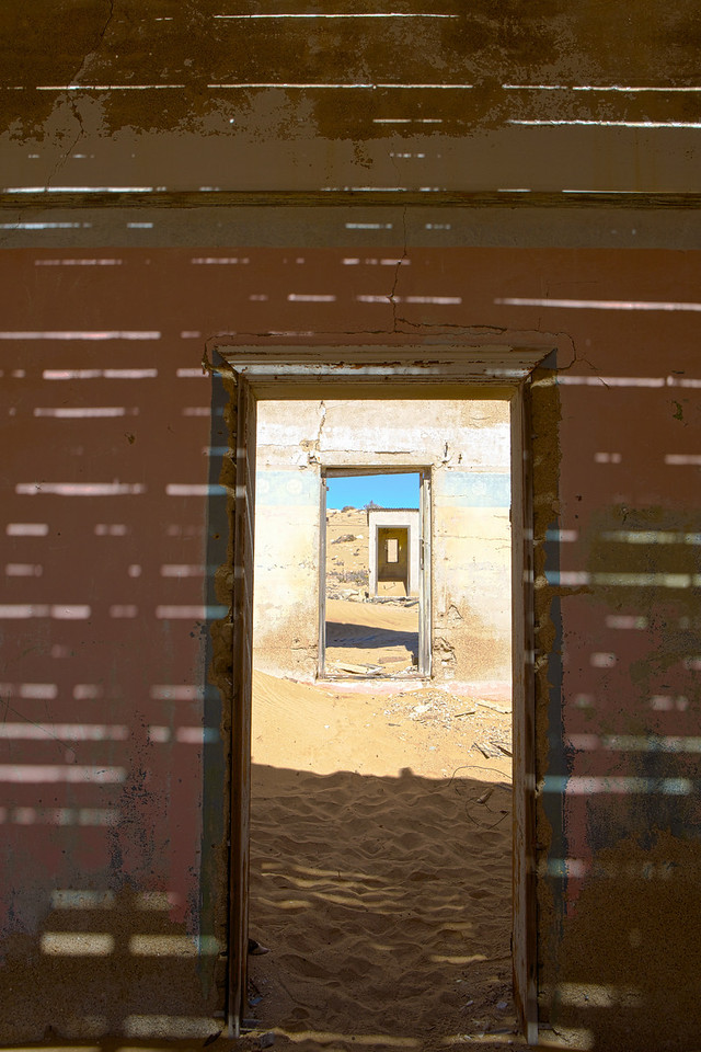 abandoned diamond town of Kolmanskop 2014-03-14 at 08-51-17