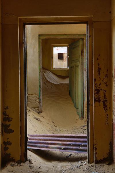 abandoned diamond town of Kolmanskop 2014-03-15 at 08-20-49