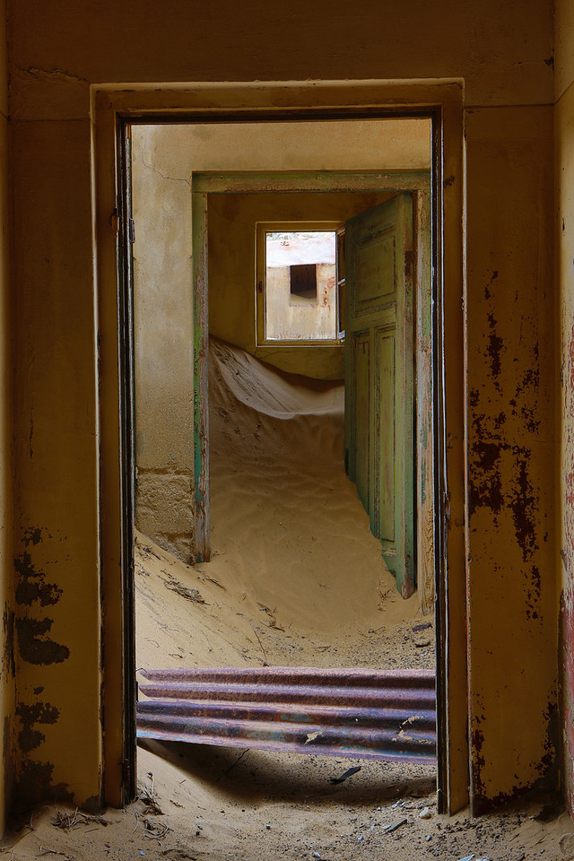 abandoned diamond town of Kolmanskop 2014-03-15 at 08-20-49